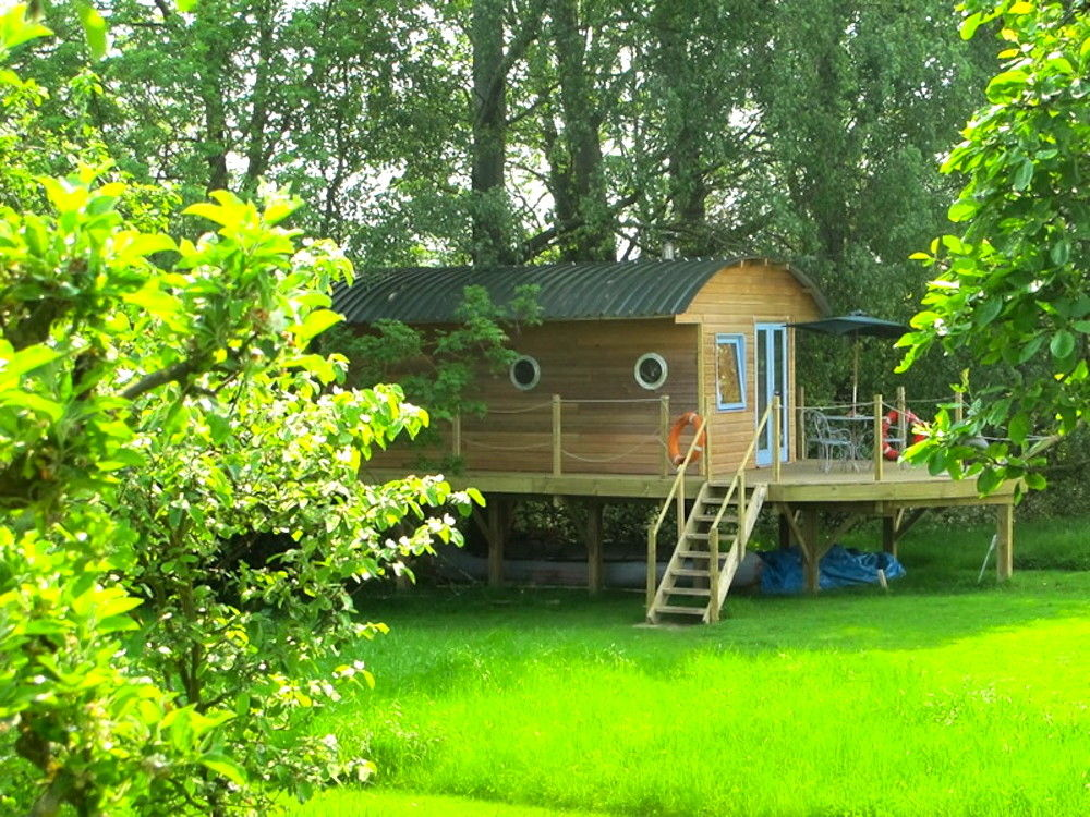 glamping in the cotswolds